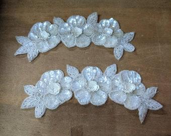 Pair of vintage flower sequin appliques - white