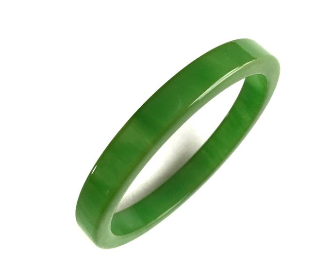 Vintage Apple Green Bakelite Bangle Bracelet