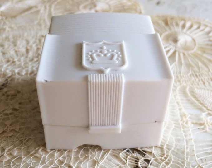Engagement Ring Box Wedding White Celluloid Jewelry Presentation Crown Design