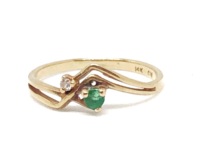 Vintage 14K Gold Emerald & Diamond Ring Dainty Fine Jewelry Size 5 3/4