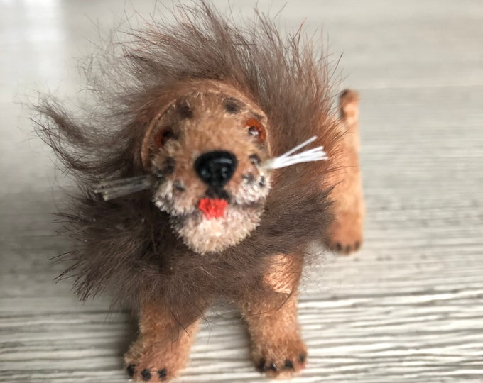 Toy Lion Wagner Kunstlerschutz Handwork Tiny Miniature West Germany
