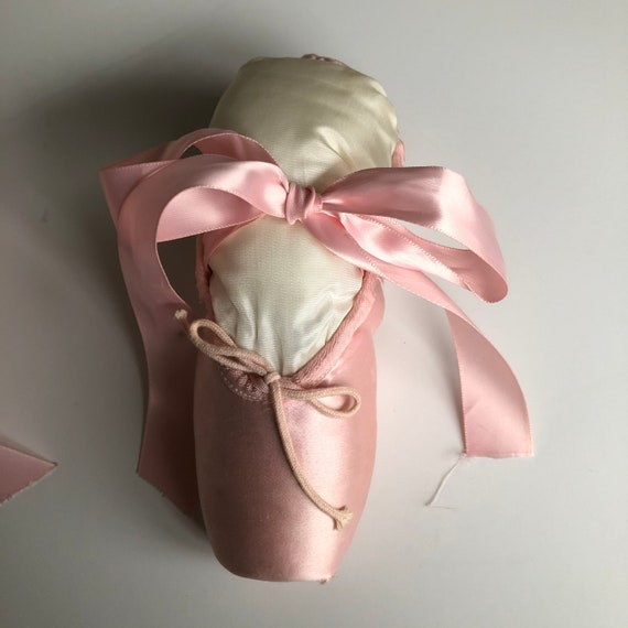 Vintage Pointe Shoes Pink Ballet Slippers - image 9