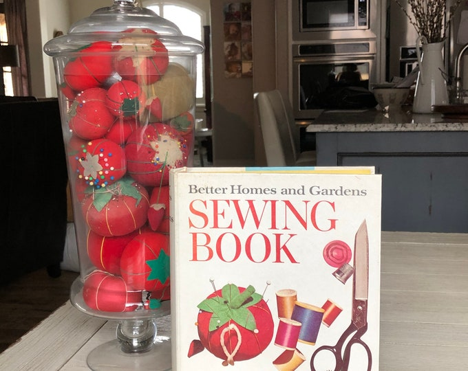Sewing Book by Better Homes and Gardens Aspiring Sewist Reference