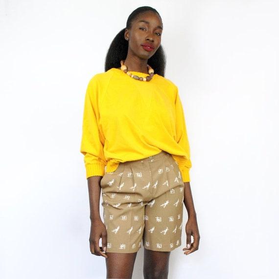 90s beige patterned bermuda shorts, size 8, 28 inc