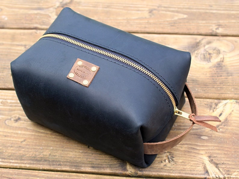 97074de23cdc Large Leather Dopp Kit / Leather Shaving Bag / Men's Leather Travel Bag /  Personalized Gift / Monogrammed Dopp / Travel Kit / Toiletry Bag