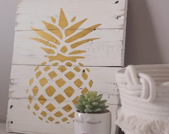 Pineapple sign, wood pineapple sign, pallet pineapple sign, farmhouse sign, custom wood sign, rustic home decor, pineapple decor, pallet sig