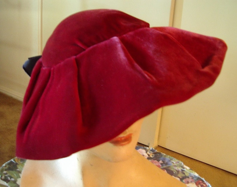Original 1940s Deep Red Velvet Large Platter Style Beret image 0