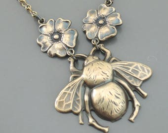 Vintage Jewelry - Vintage Necklace - Bee Necklace - Vintage Brass Necklace - Honey Bee Jewelry - Handmade Necklace