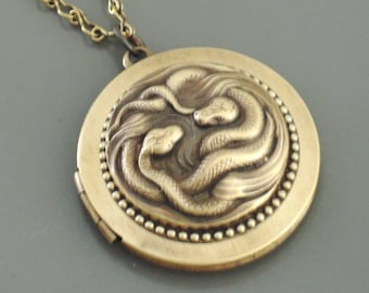 Vintage Jewelry - Vintage Necklace - Locket Necklace - Snake Locket - Snake Necklace - Brass jewelry - Nature Jewelry - handmade jewelry