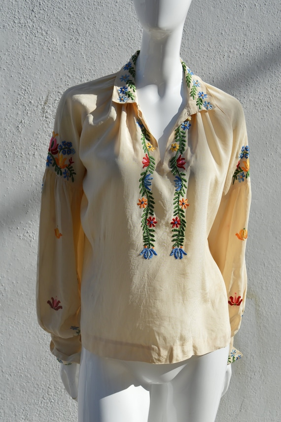 Vintage 40's hand embroidered silk blouse pheasan… - image 1