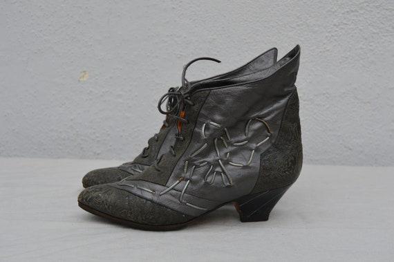 Vintage 80's BADICCI Embossed leather embroidered