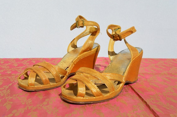 Vintage 40s Original GOLD WEDGES shoes Sandals Sz