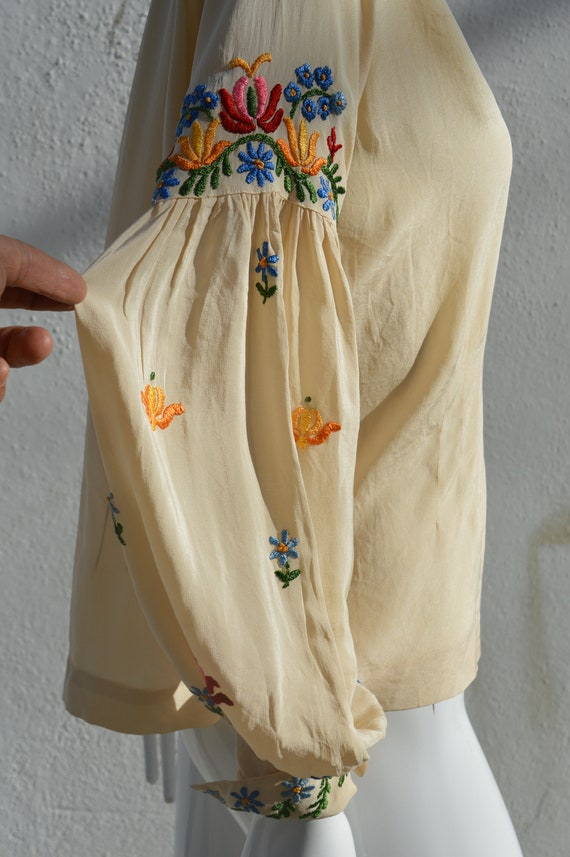 Vintage 40's hand embroidered silk blouse pheasan… - image 10