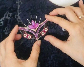 Beaded pin brooch Carnival mask Bead embroidered Black Pink Rhinestones crystal Masquerade mask Celebration Gifts mask clip Mothers Day