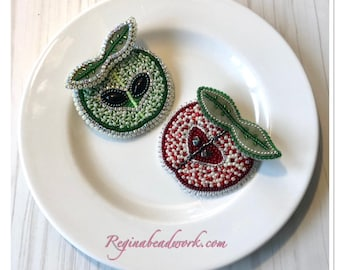 Apple Brooch Pin Red/Green Bead Embroidery Apple fruit Rhinestones Relationship Love Bijoux Presents Teacher For Wife Mother Jacket brooch