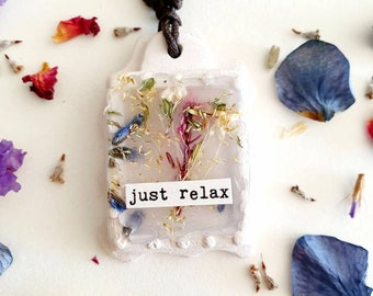 Just relax - Essential oil necklace, aromatherapy diffuser, handmade dried flowers necklace, boho, natural woman, clay botanical pendant