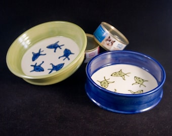 Community Cat Dishes/ Set of Two 2 / Food and Water / For Multiple Cats / Fish Pattern / Choice of Colors / Gift for Cat Owner