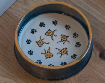 Community Cat Bowl / Dish for Multiple Cats/ Food or Water / Paw Prints And Fish / Choice of Colors / Gift for Cat Owner / Gift under 20