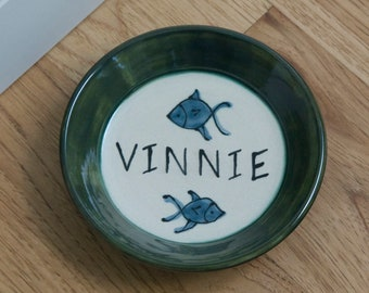 Cat Food Dish / Personalized with Cat's Name / Choice of Colors / Fish Pattern / Gift for Cat / Gift for Cat Owner / Gift Under 15