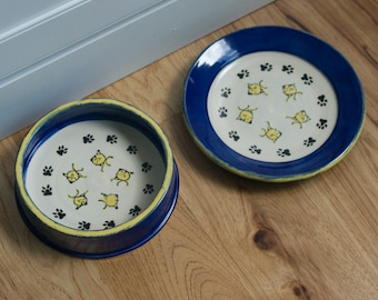 Community Cat Dishes / Set of Two 2 / Water Bowl / Food Plate / For Multiple Cats / Fish Pattern / Choice of Colors / Gift for Cat Owner