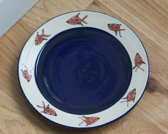 Community Cat Plate / Dish for Multiple Cats/ Serving Cat Food / Circling Fish / Gift for Cat Owner / Gift under 20