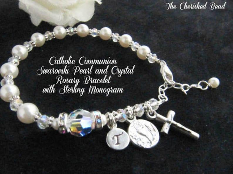 efbe7e002539 Pulsera católica comunión Swarovski perla y Rosario de cristal