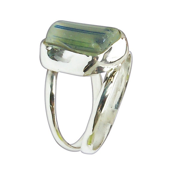 Green Beach Glass and Sterling Silver Ring, Size 5-1/2  r55bgld3081