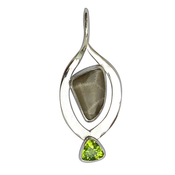 Petoskey Stone Pendant with a Peridot Accent Stone in Sterling Silver Setting  ppkyg3068