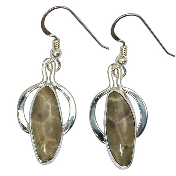 Petoskey Stone dangle earrings set in Sterling Silver  epkye3012