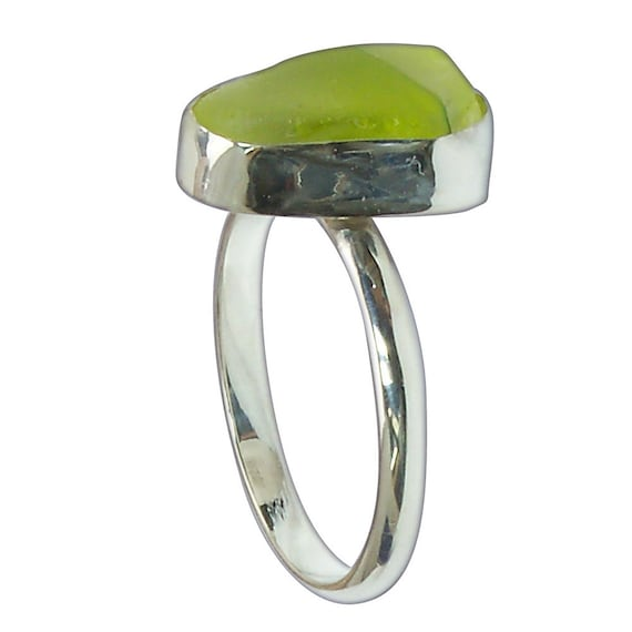 Green Beach Glass and Sterling Silver Ring, Size 7-7/8  r7875bgld3085