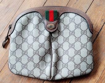 610bb999c688 Vintage 1980s Gucci GG Supreme Coated Canvas Clutch Logo Monogram Handbag  Leather Accessories Collection