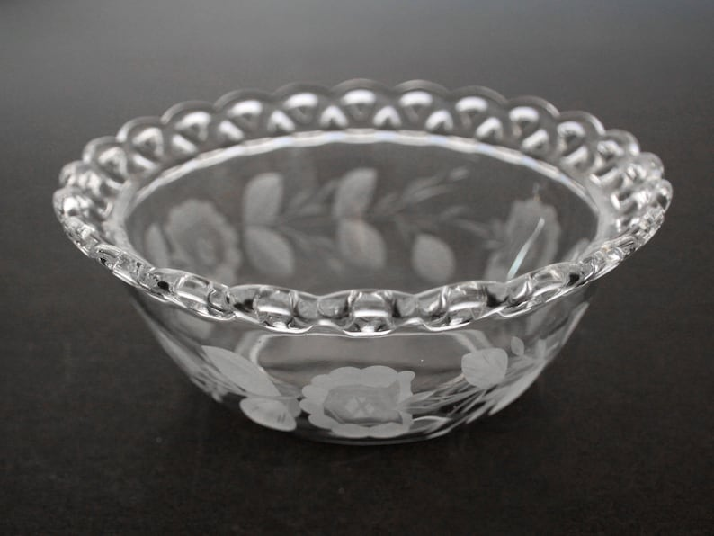 Imperial 5 12 inch Etched Laced Edge Bowl