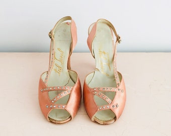 ebb1fe313680 Vintage 1930s Peach Color Satin Heels Sandals Slingback Art Deco  Rhinestones Vintage Shoes