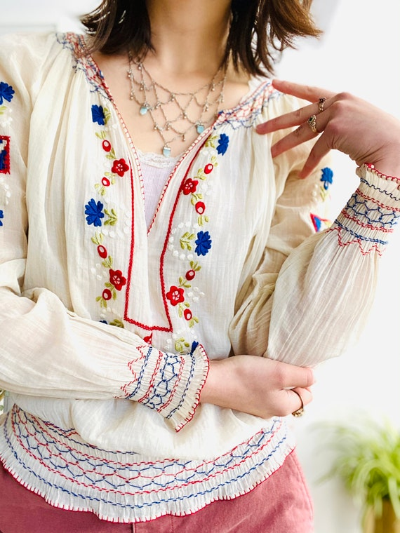 Vintage 1930s Hungarian top colorful embroidered c
