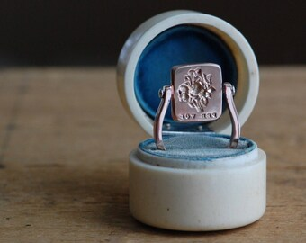 Victorian wax seal reversible swivel ring ∙ Cachet Collection custom wax seal swivel ring