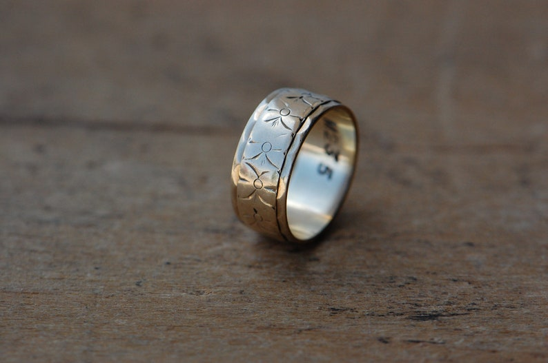 Vintage 1960s English 9 CT wide patterned floral wedding band image 0
