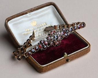 Vintage 1940s flexible Bohemian Garnet bracelet with hidden clasp