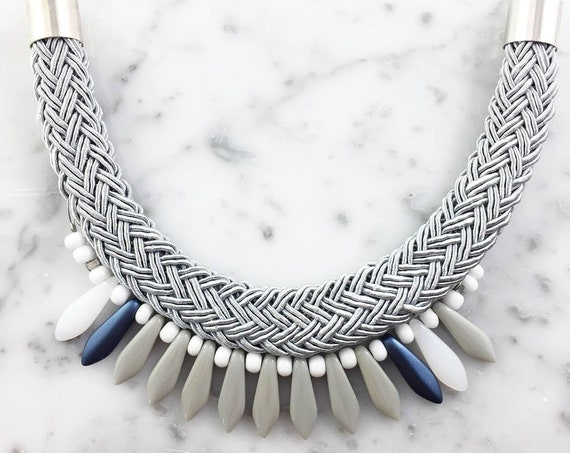 Ajustable necklace on metal chain, grey, blue, white,  glass beads and gray seed bead on braided polyester cord, les perles rares