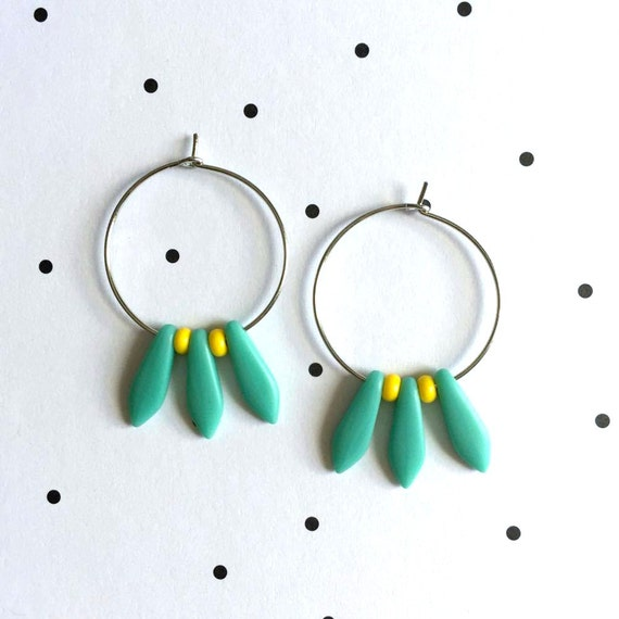 Earring, ear, ring, brass, nickel free, two sizes diameter possibilities, oval, glass bead, turquoise yellow, les perles rares