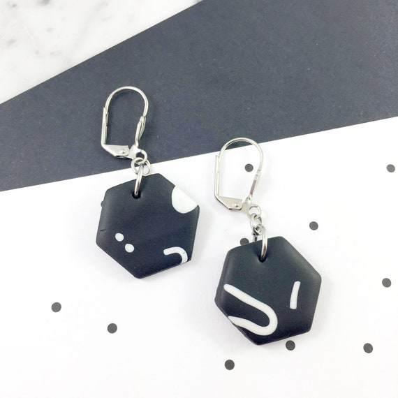 polymer hexagone black white earring, unique pendent, stainless earring, geometric, polymer clay earring, metal triangle,  les perles rares