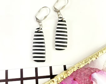 Polymer geometric, long pendent, stripe black and white, modern, minimalist, summer clay, polymer clay earring,les perles rares
