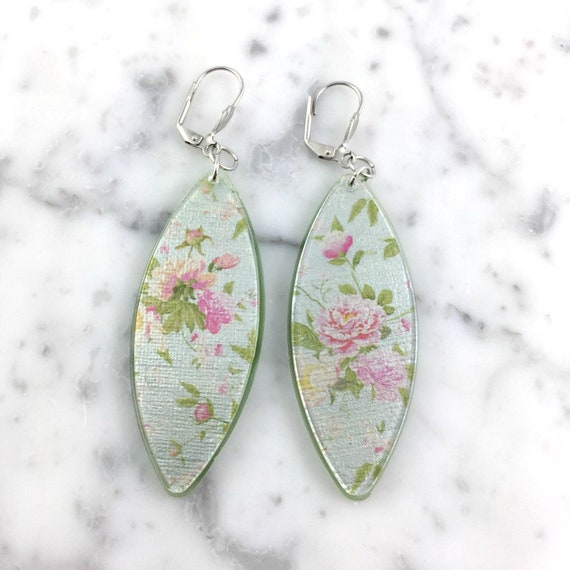 Long Resin earrings handmade, flowers, pink, pastel, roses, green back, on stainless steel hook, les perles rares
