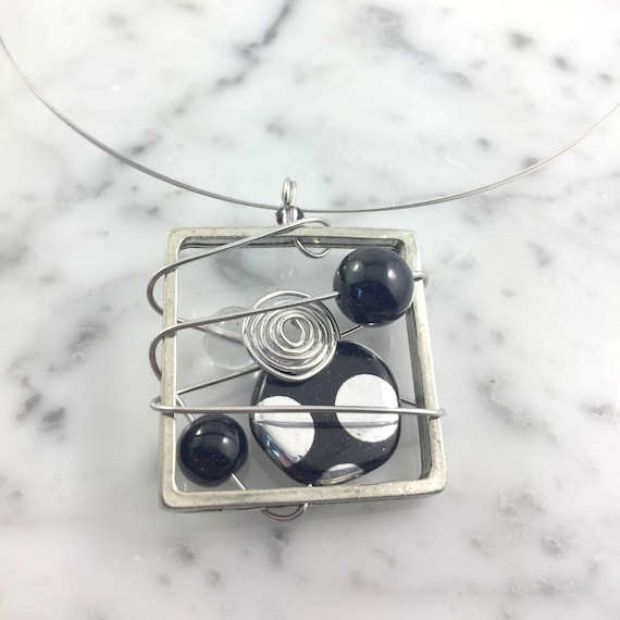 Square metal stainless necklace colors, black, silver dots, fifties, pewter and stainless steel tiger tails, les perles rares