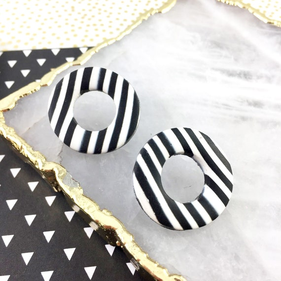 polymer earring,hoop stud, polymer,stainless stud, black white striped, handmade striped, classic, polymer clay earring, les perles rares