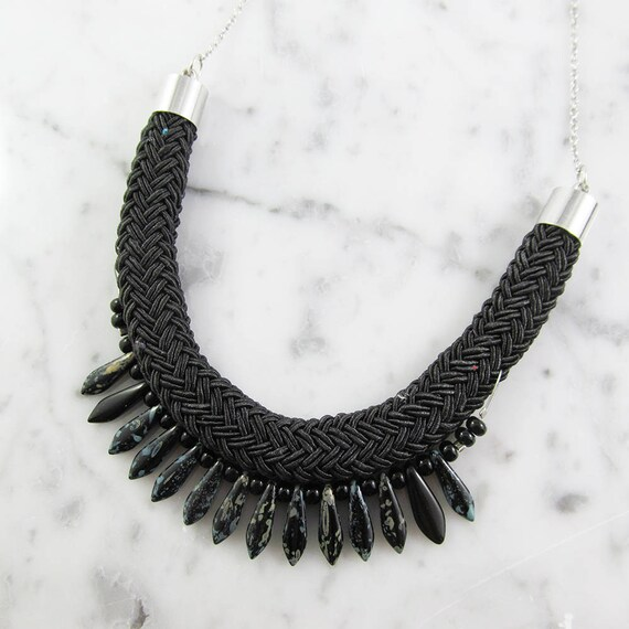 Ajustable necklace on stainless silver chain, glass beads and black seed bead on braided polyester cord, les perles rares