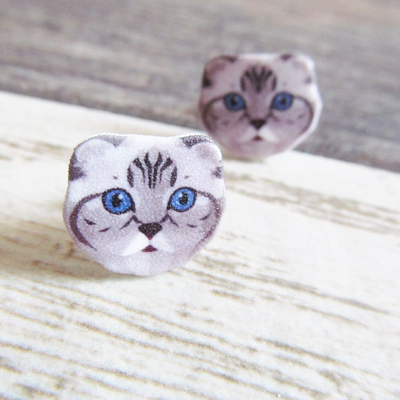Small, scottish fold, gray cat, earrings, blue eyes, shrink plastic,  stainless stud, handmade, les perles rares