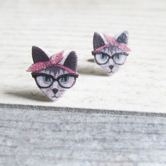 Small, gray cat hipster, female, pink headband, earrings, shrink plastic,  stainless stud, handmade, les perles rares