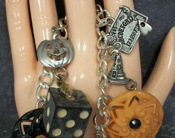 Halloween charm bracelet, Halloween bracelet, Halloween jewelry handmade, Halloween jewelry vintage, Halloween jewelry pumpkin, OOAK