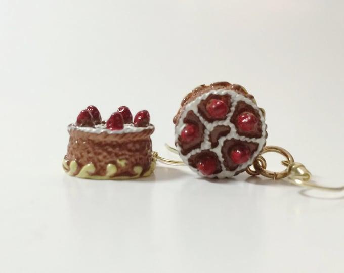 Cake Earrings, Let Them Eat Cake, Miniature Food Earrings, pendientes, boucle's d'oreilles, orecchini