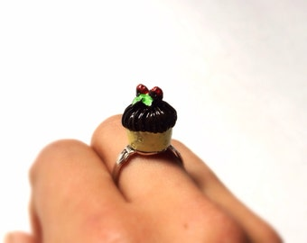 Cupcake Ring, Chocolate Cupcake Adjustable Ring, with little strawberries miniature food, kawaii, Marie Antoinette, petit gâteau, magdalena